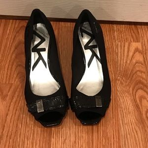 Anne Klein patent leather/ fabric peep toe wedges